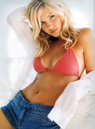 Elisha Cuthbert a sensual sexy babe on Hot Hollywood