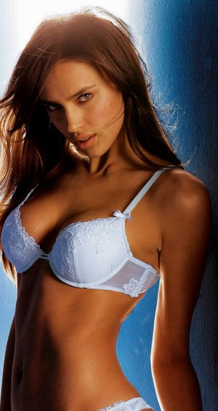 Top 10 Hottest models in class femmes fatales, an beautiful women on a sexy picture!